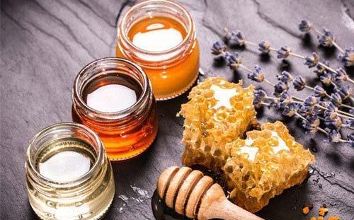 Làm trắng da bằng trầu không và mật ong