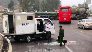 Photo of Xe chở phạm nhân nổ lốp khiến một cảnh sát tử vong