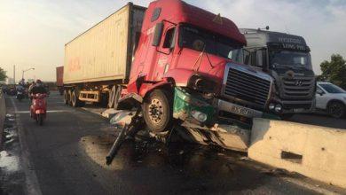 Photo of Xe container tông dải phân cách trên Quốc lộ 1, nhiều người thoát chết