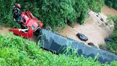 Photo of Tài xế thoát chết thần kỳ khi xe container rơi xuống vực sâu gần 40 m