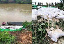 Photo of Xe chở hàng chục tấn gạo lao xuống sông Lô, tài xế may mắn thoát nạn