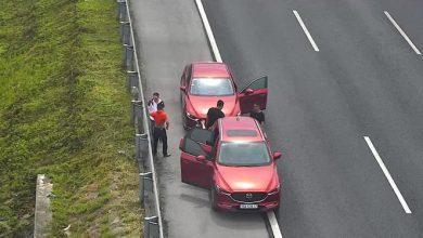 Photo of Tước bằng lái, phạt tiền 2 tài xế rủ nhau dừng xe hút thuốc trên cao tốc