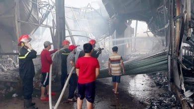 """Photo of Nam công nhân đốt sản phẩm """"xem có cháy không"""" kết quả cháy công ty, thiệt hại 60 tỉ đồng"""