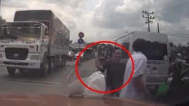 Photo of VIDEO: Chém liên tiếp vào người tài xế taxi sau va chạm giao thông
