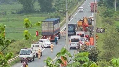 """Photo of Container lấn làn, """"ủi"""" 4 xe chạy ngược chiều khiến nhiều người thương vong"""
