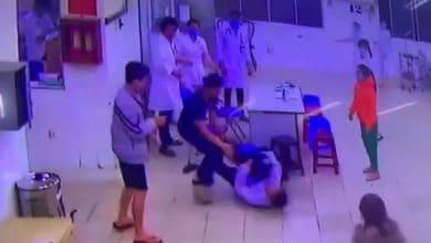 Photo of Video: Hai bố con đánh tới tấp bảo vệ, điều dưỡng ngay phòng cấp cứu