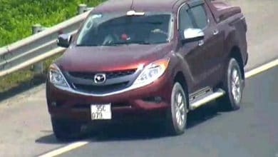 Photo of Phạt 17 triệu đồng, tước bằng 6 tháng tài xế lái ôtô lùi trên cao tốc