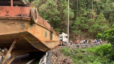 """Photo of Phạt hơn 90 triệu đồng xe chở thuyền """"khủng"""" trên đèo Bảo Lộc"""