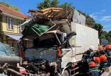 Photo of Tài xế xe tải mắc kẹt, tử vọng trong cabin sau tai nạn giao thông