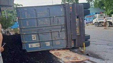 Photo of Xe container vào cua gấp lật đè trúng xe máy khiến 2 mẹ con tử vong thương tâm